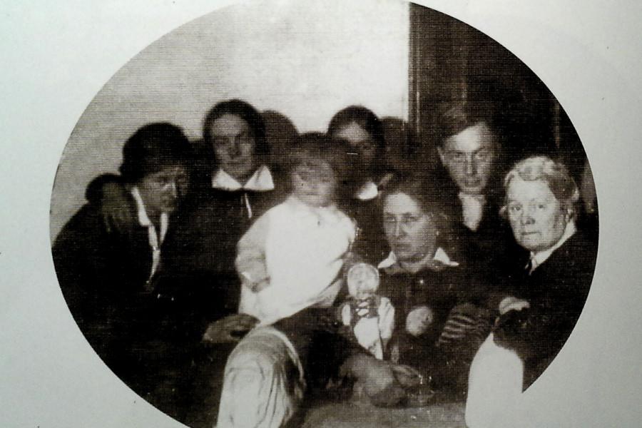 Редкая фотография из архива общины о. Сергия (Савельева). После ареста половины членов общины. 1929 г.