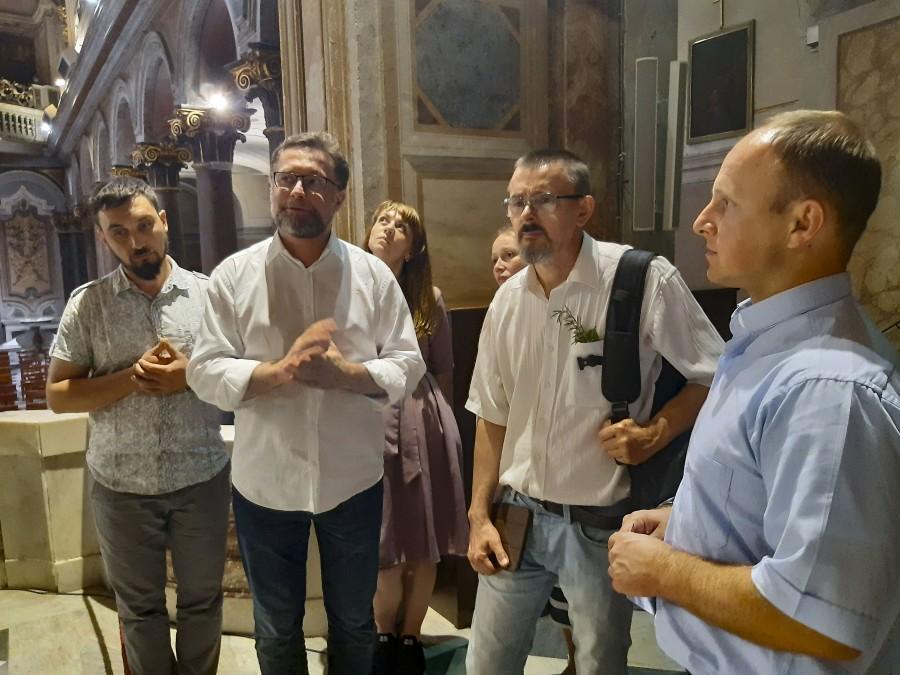 В базилике святого Варфоломея с о. Андреем Вахрушевым