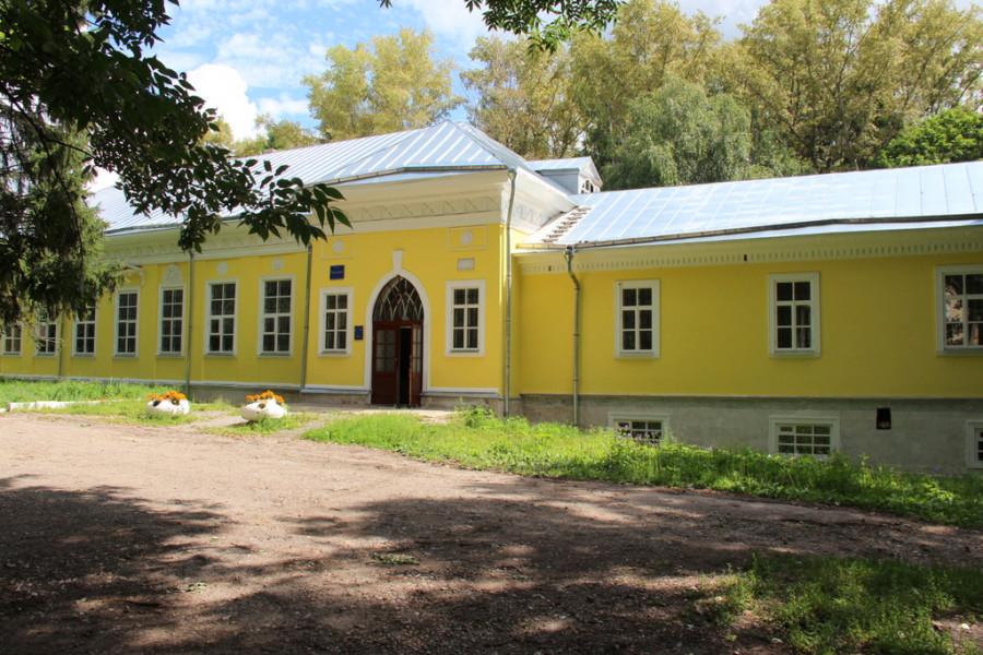 Усадьба Богучарово, поместье Хомяковых, господский дом. Тульская область.