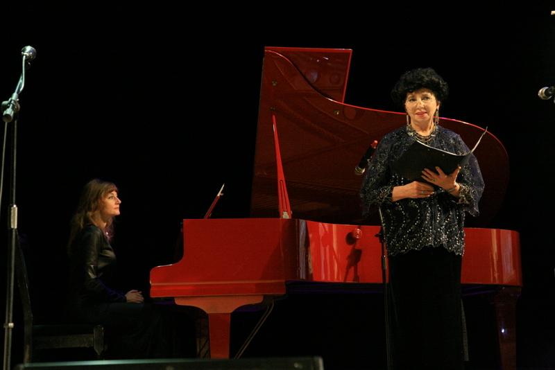 Заслуженная артистка России Елена Петриченко (сопрано) и Лариса Вахтель (фортепиано)