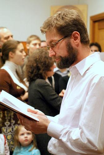 Дмитрий Гасак, проректор СФИ, читает Апостол