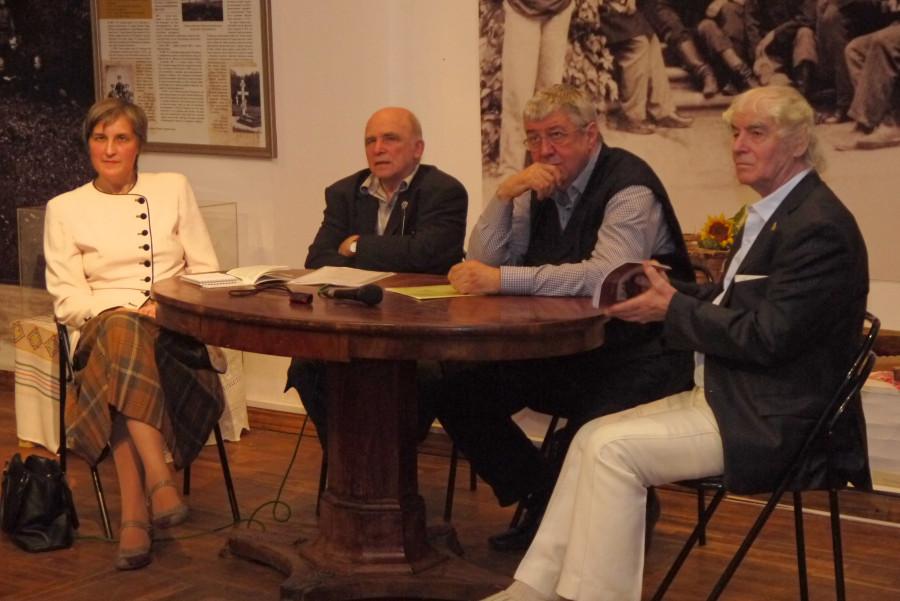 Слева направо: Ю.В. Балакшина, И.В. Сахаров, Ю.М. Прозоров, Г.Н. Фурсей