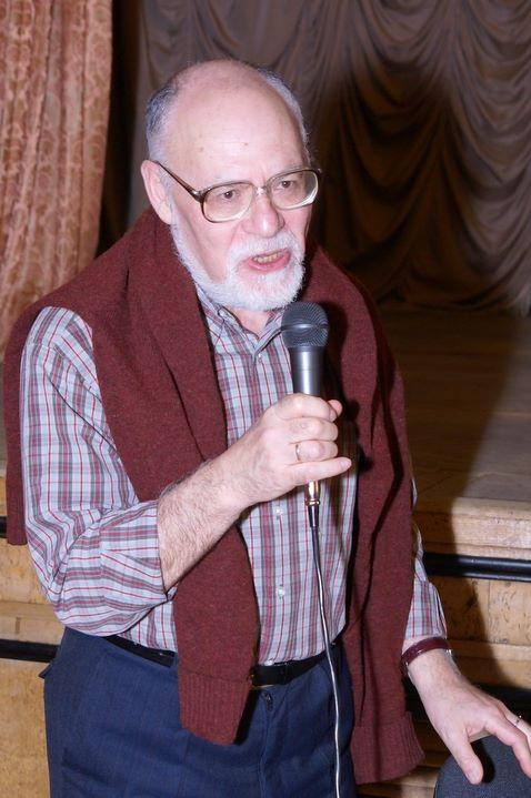 Доктор филос. н., зав. Центром религиозной литературы ВГБИЛ Е.Б. Рашковский