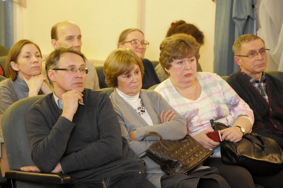 В первом ряду две дочери архиепископа Михаила - Татьяна и Ксения