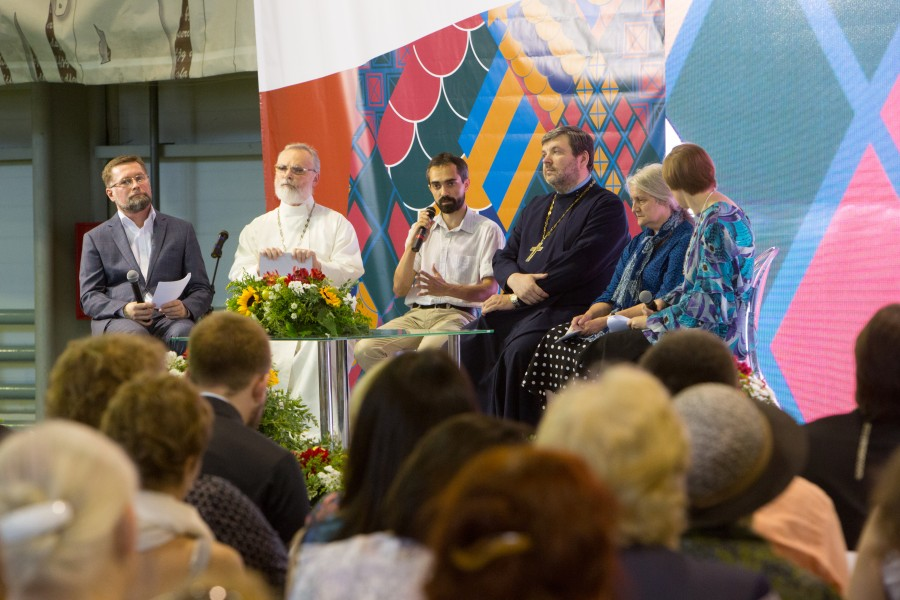 Dmitry Gasak, Chairman of the Transfiguration Brotherhood; Fr Georgy Kochetkov, Spiritual Father of the Transfiguration Brotherhood and Rector of SFI; Gleb Zapalsky, Deputy Head of the Church History Department and Moscow State University; Fr Ilya Solovyov, Historian and Director of the Society of Amateur Church Historians; Elena Belyakova, Researcher at the Russian Academy of Sciences Center for the History of the Church and Religion; Yulia Balakshina, Academy Secretary of SFI