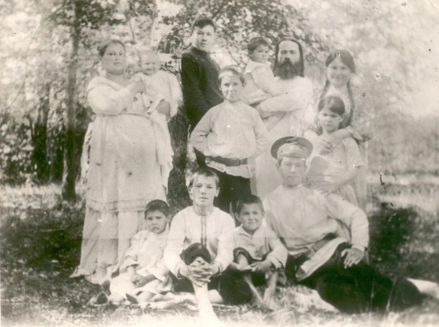 Отец Константин Аггеев с семьёй