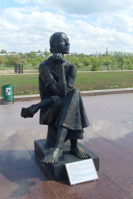 Памятник женщинам АЛЖИРа