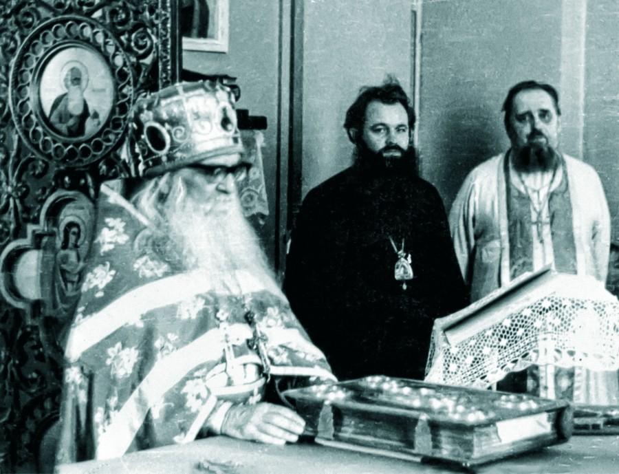 Слева направо: архимандрит Борис (Холчев), епископ Герман (Тимофеев), протоиерей Георгий Ивакин-Тревогин. Фото из личного архива отца Павла Адельгейма