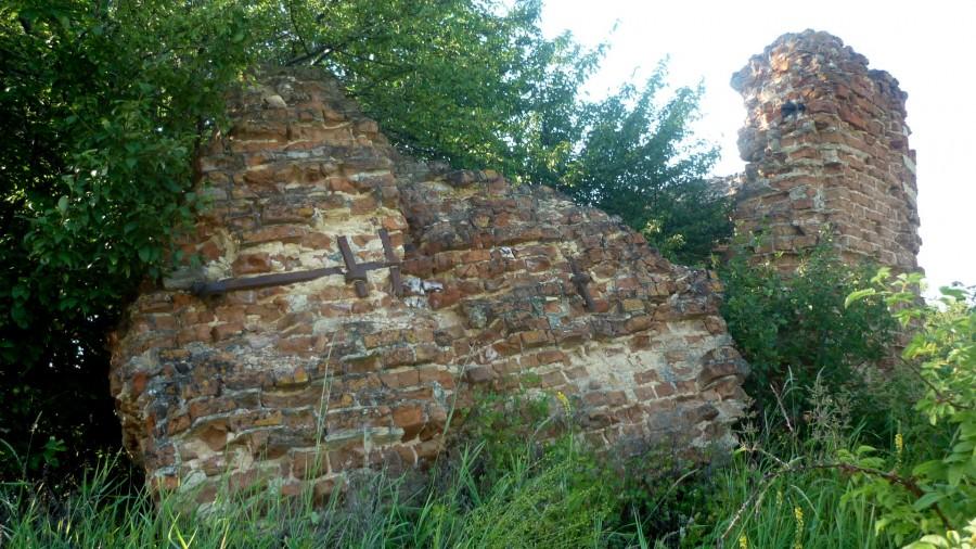 Руины церкви во имя Ахтырской иконы Божьей Матери