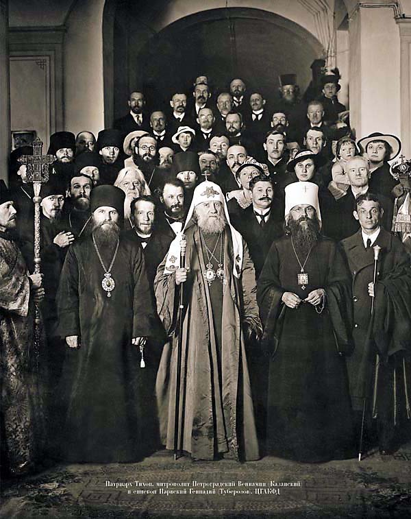 Святые новомученики патриарх Тихон и митрополит Вениамин (Казанский) в Петрограде в 1920 году
