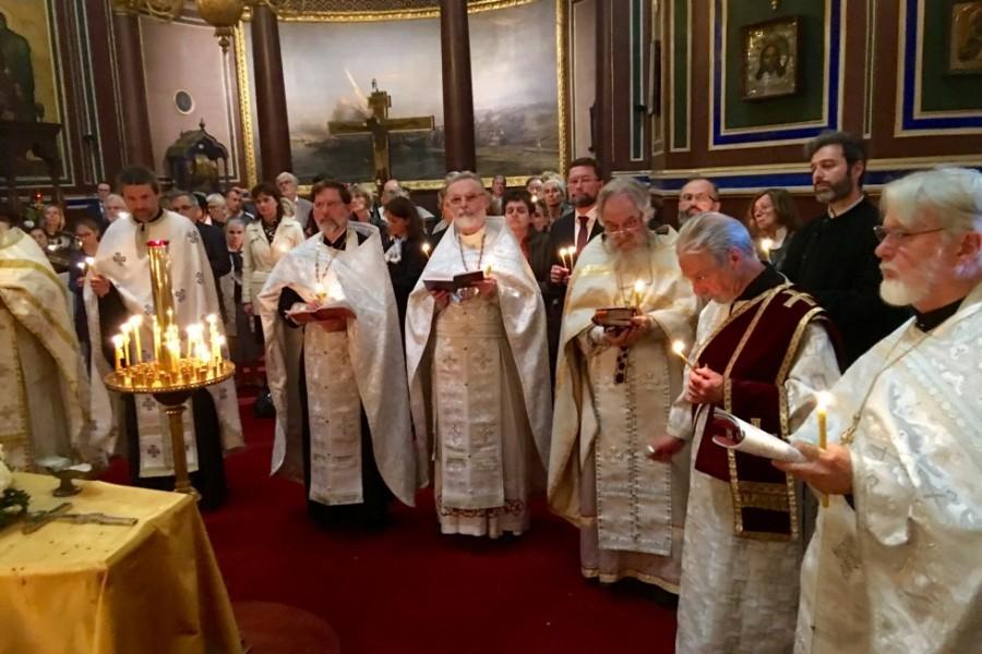 Богослужение в Свято-Александро-Невском кафедральном соборе на улице Дарю