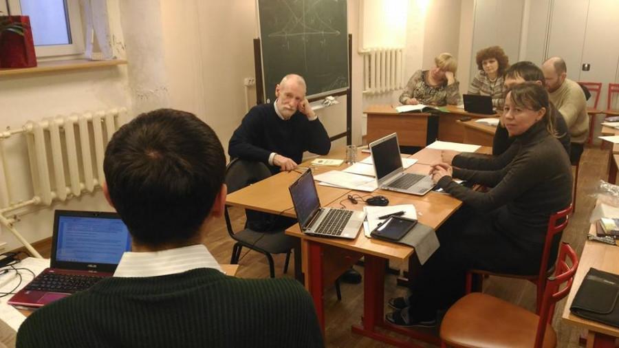 Григорий Гутнер и студенты во время экзамена