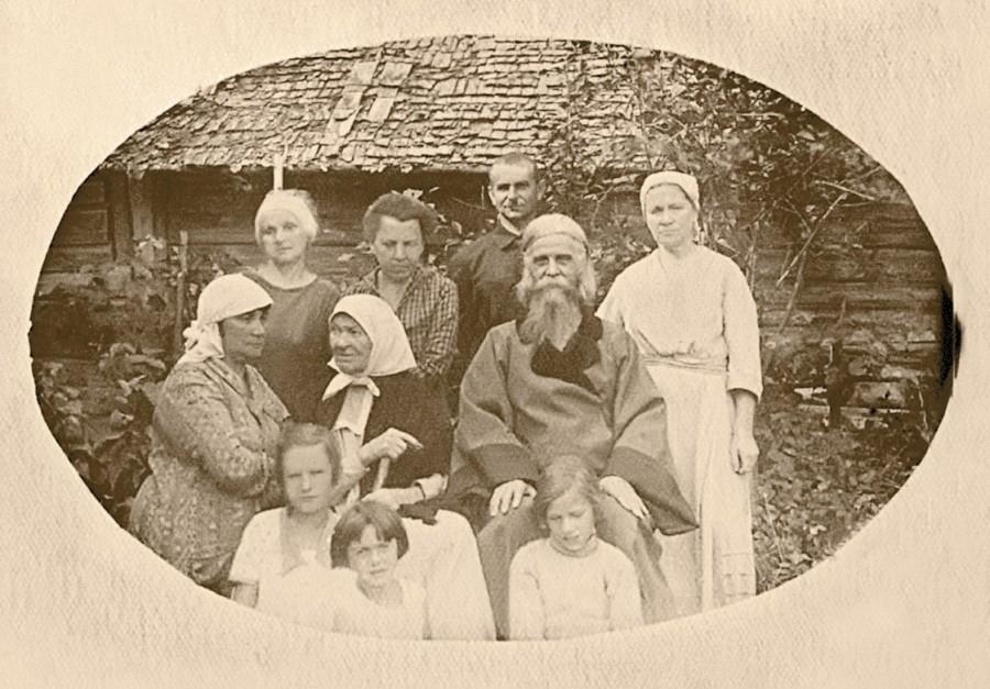 Епископ Макарий с братчиками
