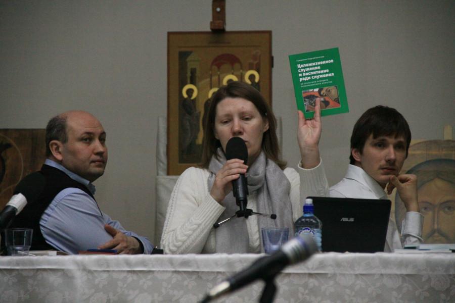 Olga Sinitsina (centre)