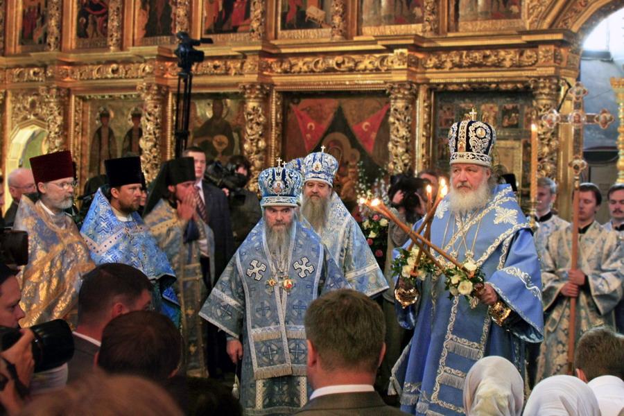 На патриаршем богослужении в Смоленском соборе Новодевичьего монастыря. 2009 год
