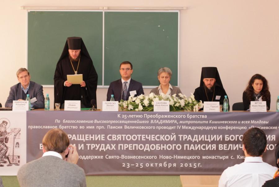 Слева направо: Владимир Лавренов, епископ Сорокский Иоанн (Мошнегуцу), Михаил Попеску, Инесса Саулова, архимандрит Паисий (Чекан), Майя-Мария Жгун