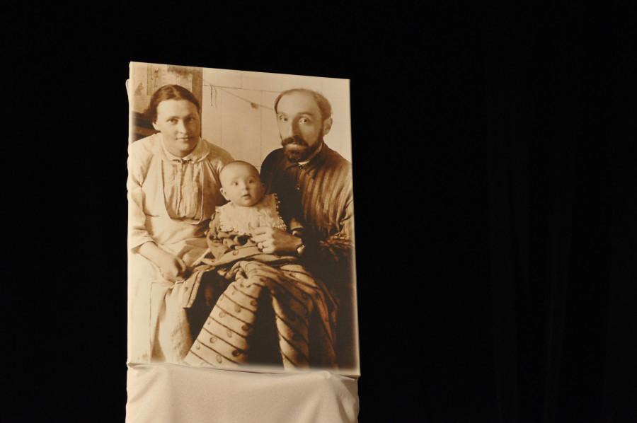 Михаил Владимирович и Наталья Дмитриевна Шики с первенцем Сергеем. 1922 г.