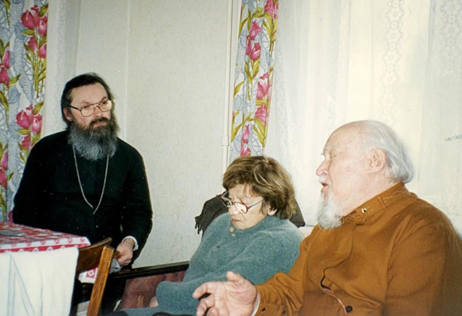 Священник Георгий Кочетков в гостях у архиепископа Михаила (Мудьюгина). Санкт-Петербург, 1998 год