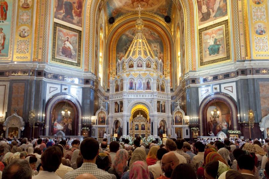 На литургии в храме Христа Спасителя