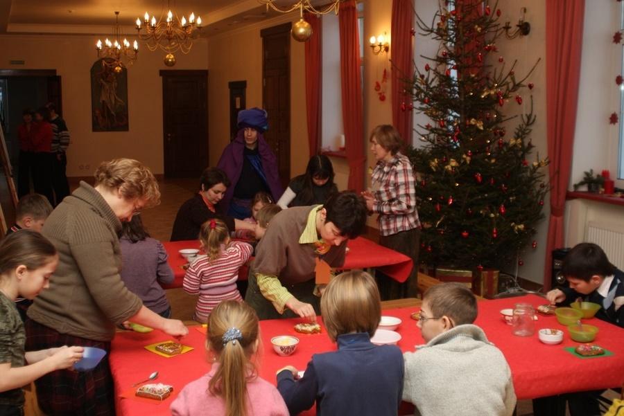 Подготовка подарков для родителей