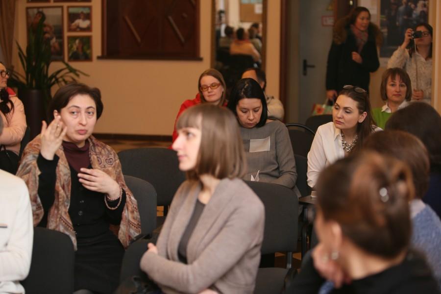 Слева – Анна Алиева, председатель Ассоциации выпускников и студентов СФИ