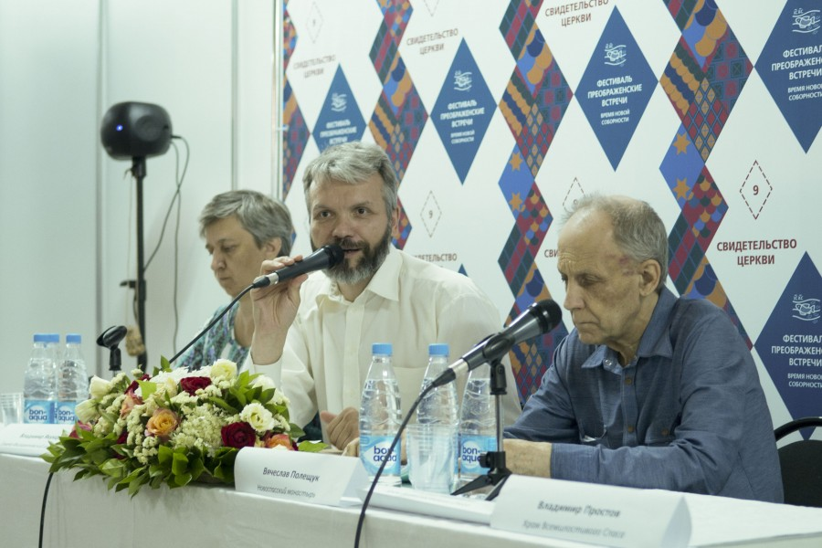 В центре – Владимир Якунцев