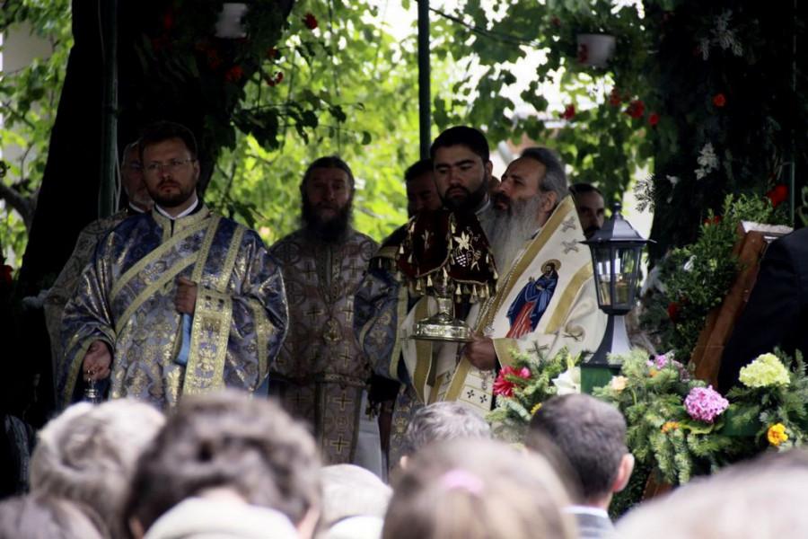 Литургия в монастыре Вэратек. Предстоит митрополит Феофан (Саву)