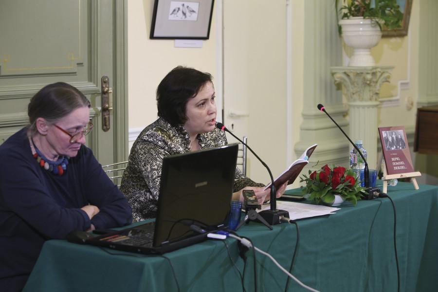 В центре – Марина Наумова