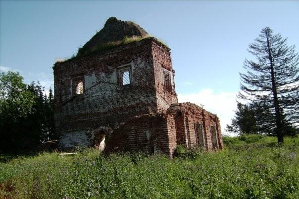 Развалины церкви в Топсе
