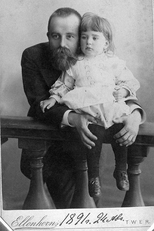 В.Д. Дервиз с дочерью Лелей. 24 августа 1891 г.