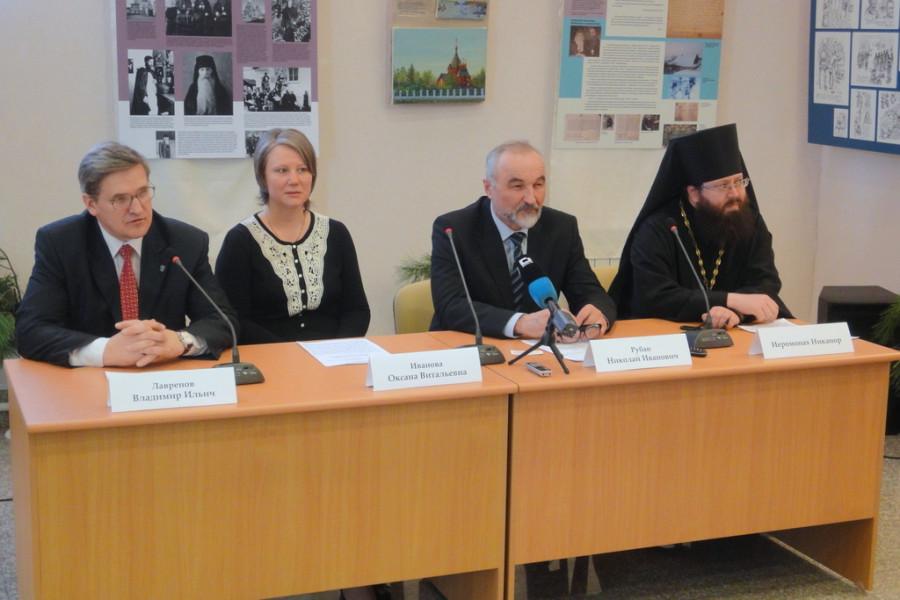 Пресс-конференция. Слева направо: В.Лавренов, О.Иванова, Н.Рубан, иером. Никанор (Лепешев)