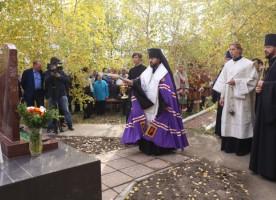 Епископ Якутский и Ленский Роман принял участие в открытии памятника автору первого ...