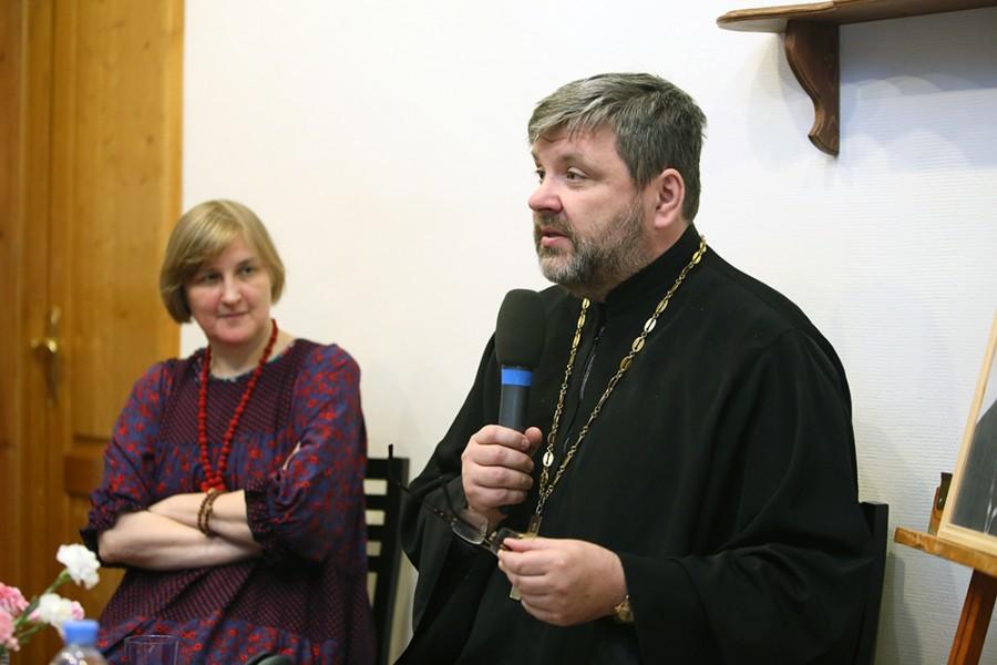 Юлия Балакшина, д.филол.н., ученый секретарь СФИ, священник Илья Соловьев, к.ист.н.