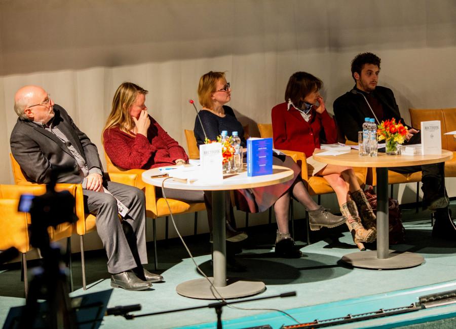 Слева направо: Владимир Бойков, Наталья Ликвинцева, Светлана Дубровина, Татьяна Викторова, Григорий Лопухин