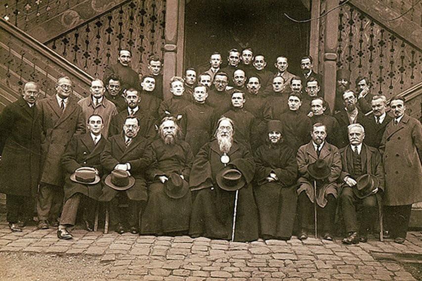 Преподаватели и студенты Свято-Сергиевского богословского института в Париже. 1931 год. Третий слева сидит Протоиерей Сергий Булгаков.