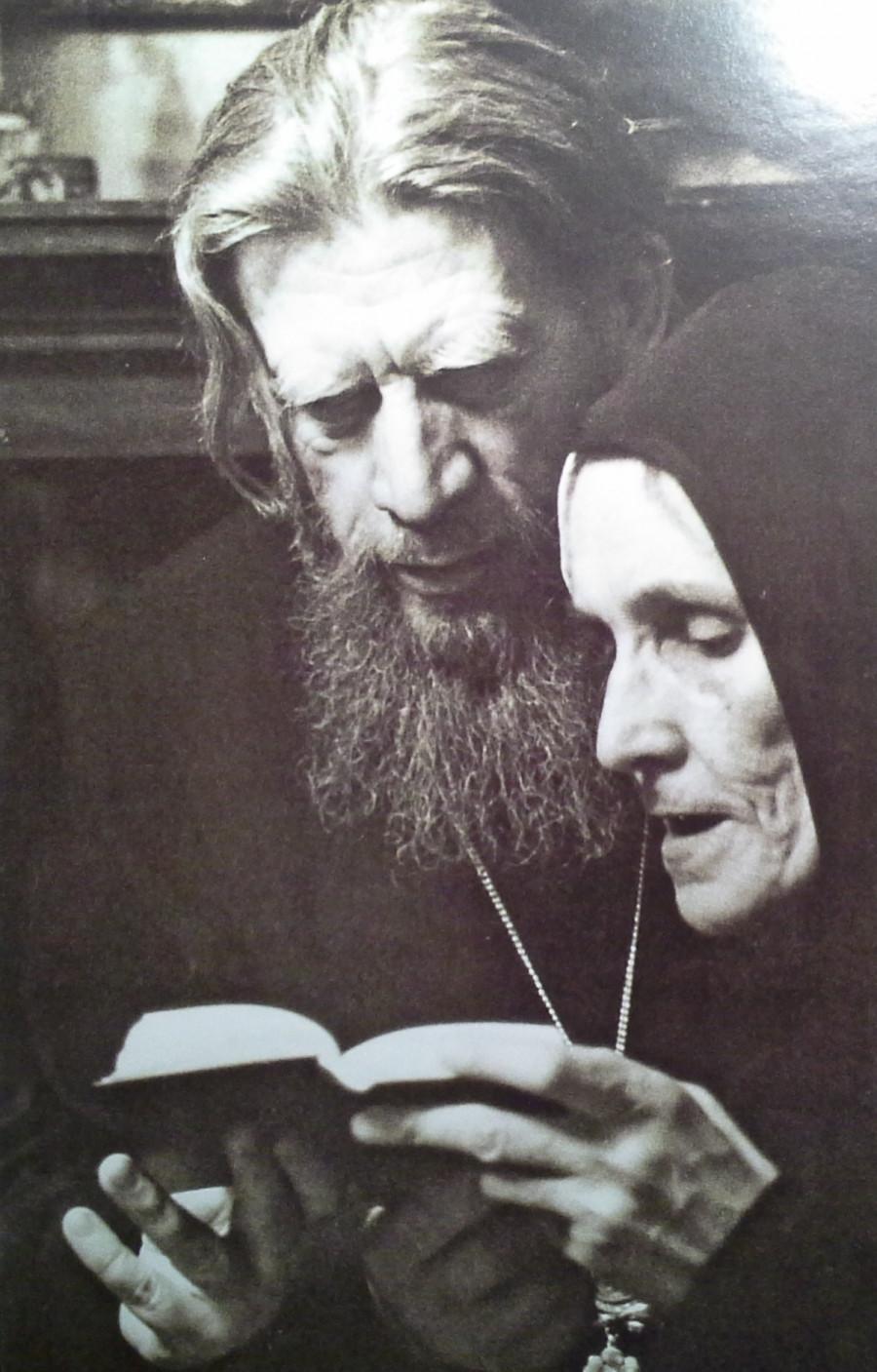 Митрополит Иоанн и монахиня Евфросиния (Елизавета Вендланд). Конец 1960-х гг.