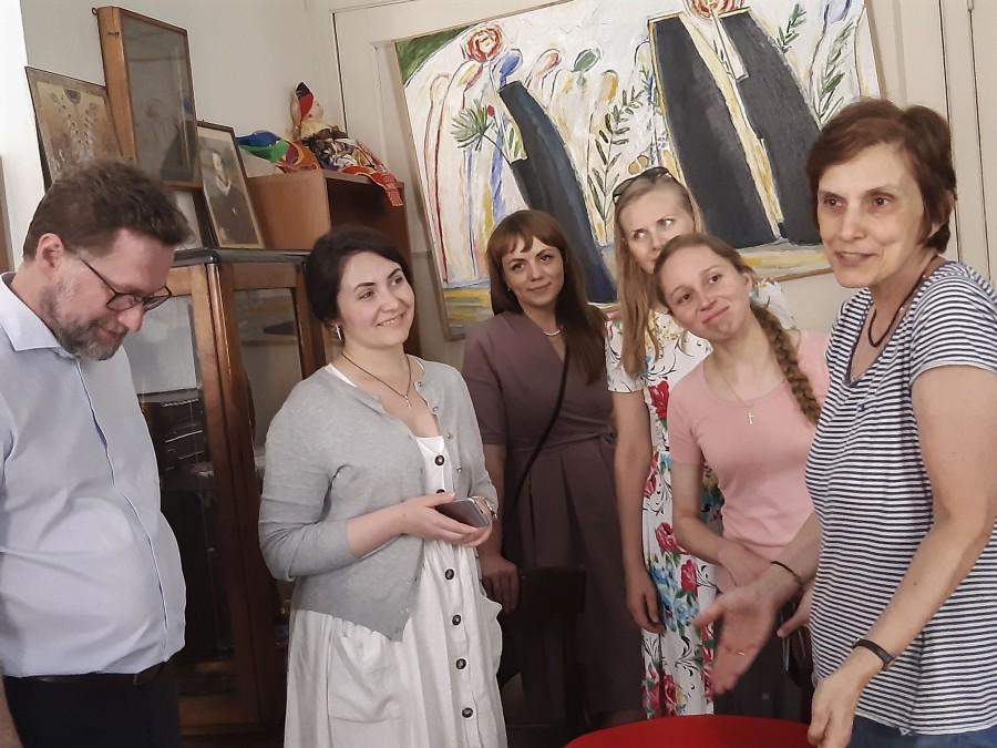 Профессор литургист Елена Велковска провела для нас экскурсию по Восточному папскому институту и Руссикуму, где много лет изучается русская церковная и литургическая традиция