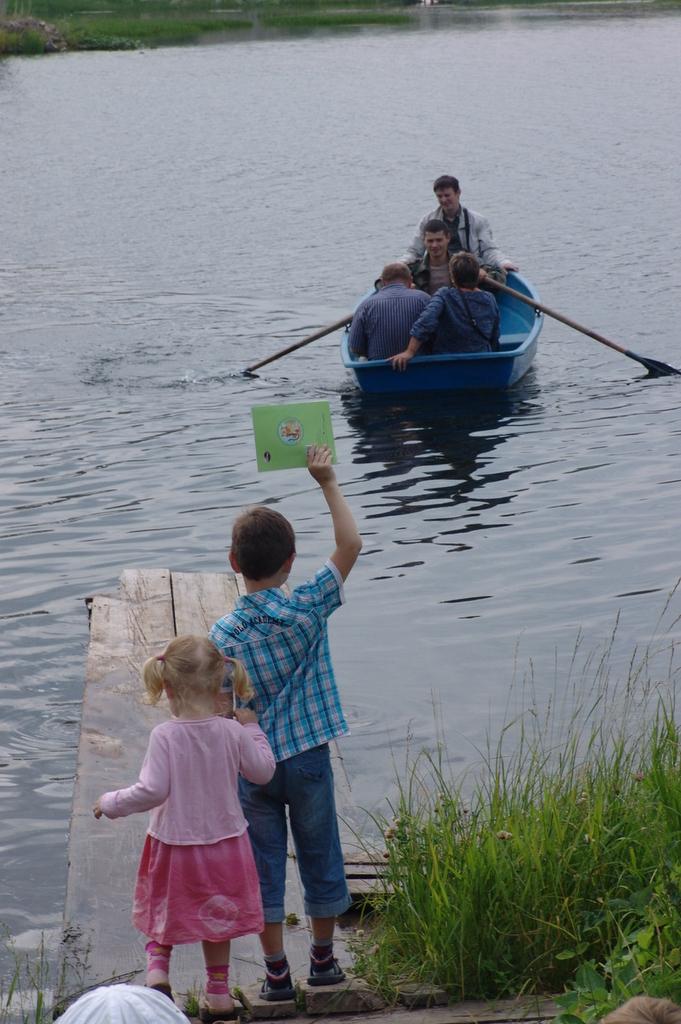 Встреча гостей - добраться до лагеря можно только на лодках