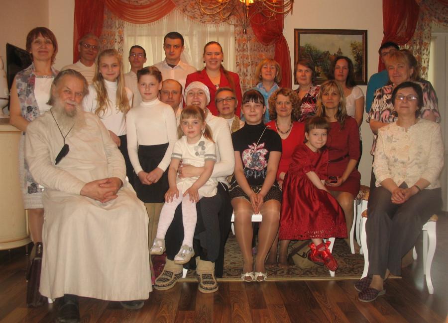 Отец Павел Адельгейм с братьями и сестрами из Преображенского братства. Пасха 2013 г.
