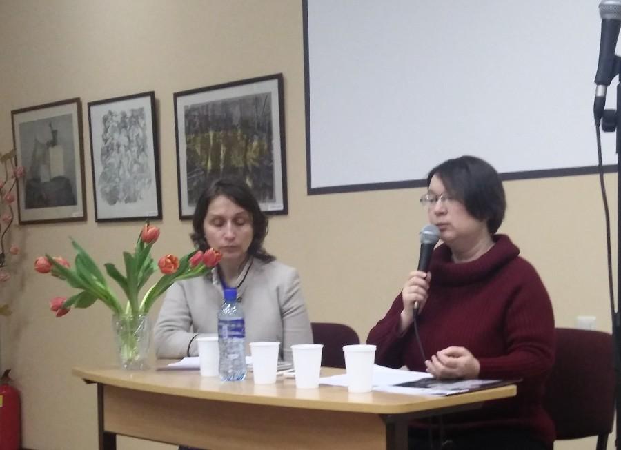Анастасия Наконечная (справа)