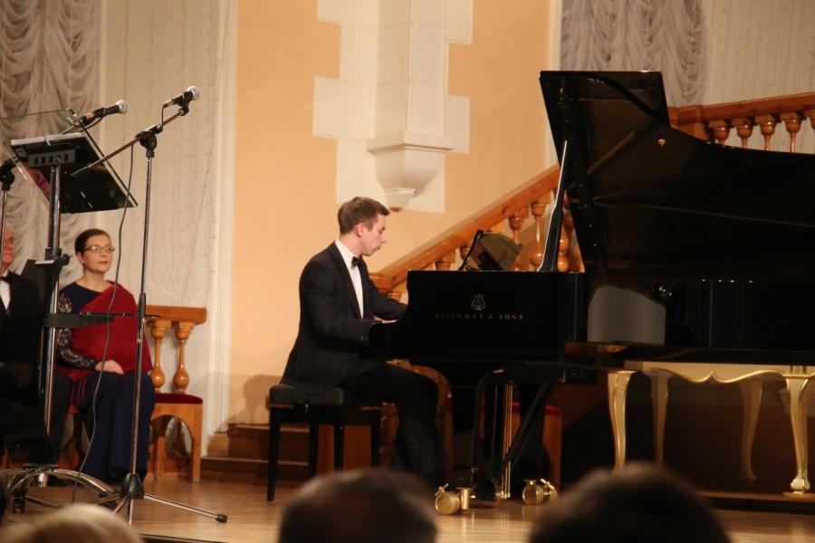 Лауреат международного конкурса Сергей Кудряшов (фортепиано)