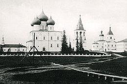 Спасо-Преображенский собор и соборная площадь в Холмогорах в 1910 г.