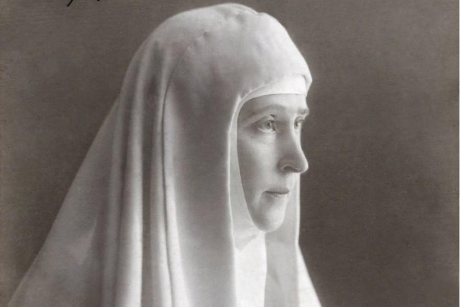 Великая княгиня Елизавета Федоровна выносила вопрос о восстановлении чина диаконисс на рассмотрение Святейшего Синода, когда учредила Марфо-Мариинскую обитель в 1909 году, и после ходатайствовала об этом перед государем