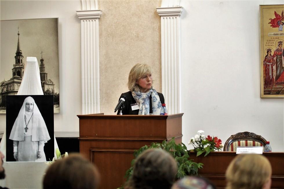 Руководитель библиотеки СФИ Валерия Волкова