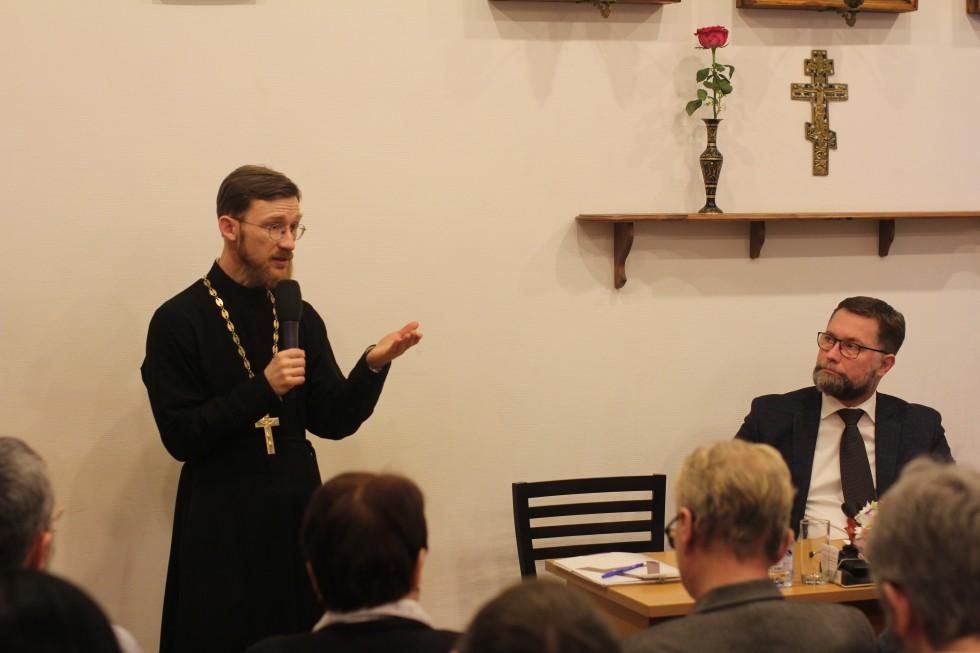 Священник Александр Сухарев