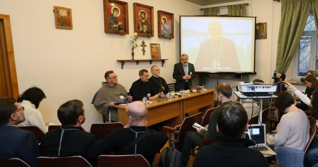 Перевод богослужения на русский язык обсуждают в СФИ