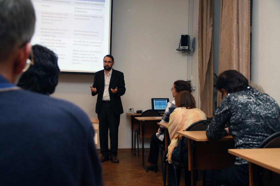 преподаватель Университета имени Лучиана Блага в Сибиу (Румыния) Иерей Юлиан Негру