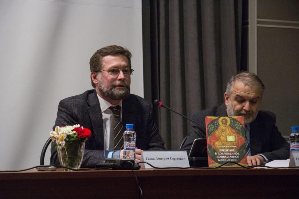 Дмитрий Гасак, первый проректор СФИ, ведущий презентации
