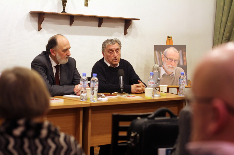 Справа – Владимир Порус, руководитель Школы философии факультета гуманитарных наук ВШЭ