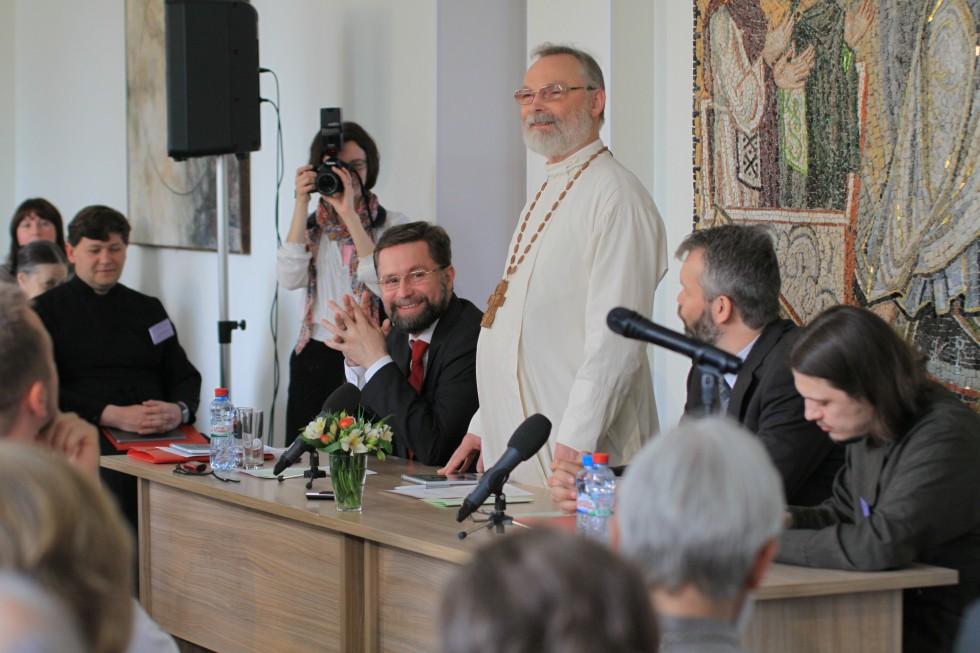 Священник Георгий Кочетков приветствует участников от имени СФИ и Преображенского братства